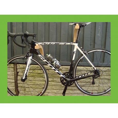 Cykelophænget vandret monteret. Set fra højre. Dansk designet cykelholder.