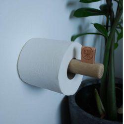 Toiletrulle holder i egetræ og med læder påsætning.