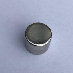 Neodymium supermagnet med en holdekraft på 62 Newton (6,2 kg) Samme magnet der anvendes til PLET tavlemagnet.